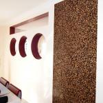 Glatt gespachtelte Wände in Verbindung mit einer Fototaptete